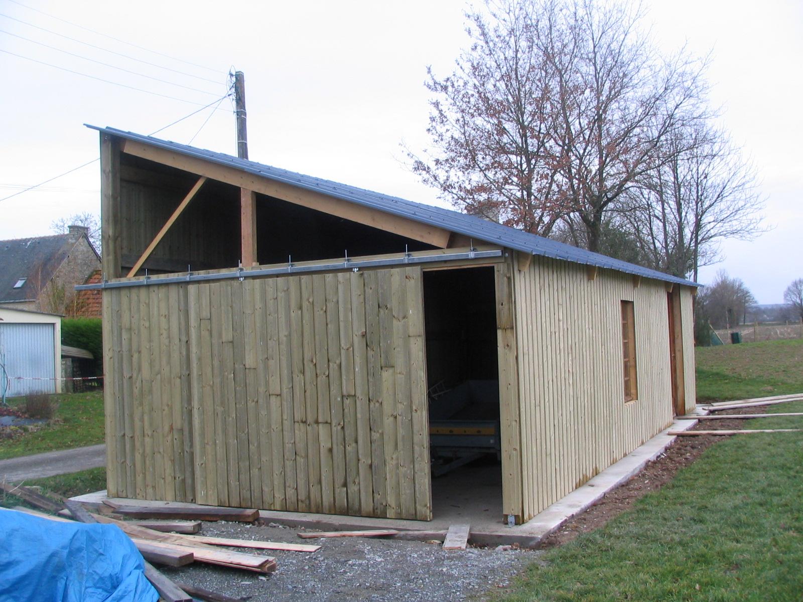 Construction d un hangar en bois x 10m construction - Fabriquer porte coulissante suspendue ...